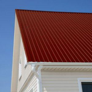 Профнастил для крыши — обзор лучших видов, советы по применению и особенности изоляции железной кровли (80 фото)